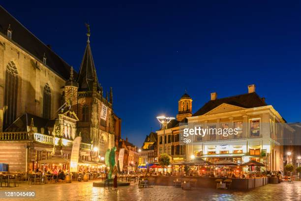"""grote markt square in the city center of zwolle at night - """"sjoerd van der wal"""" or """"sjo"""" stock pictures, royalty-free photos & images"""