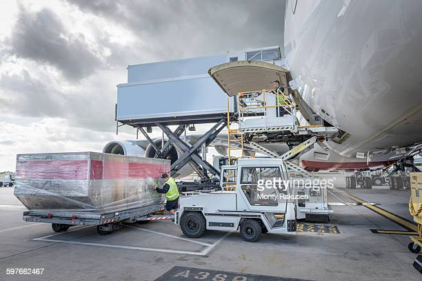 ground crew loading freight into a380 aircraft - air vehicle stock pictures, royalty-free photos & images