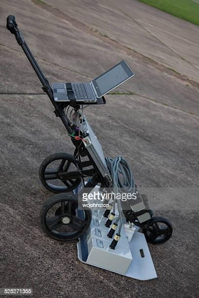 baja penetración de radar de maquinaria - penetrar fotografías e imágenes de stock