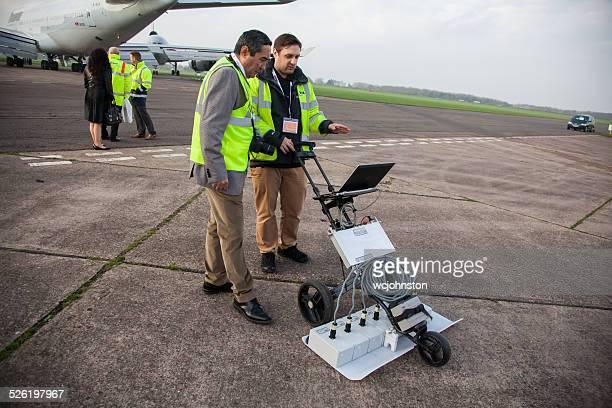 baja penetración de radar de maquinaria - penetracion fotografías e imágenes de stock