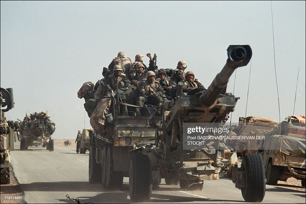 Ground War Of The Gulf : French And American Troops Arriving In Iraq On February 24, 1991. : ニュース写真