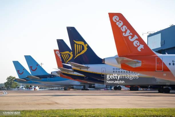 flyg med flyg på luton airport - tui ag bildbanksfoton och bilder