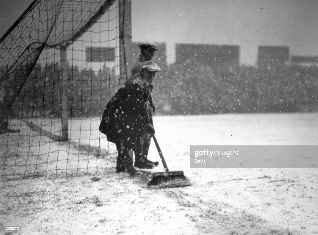 Sweeping Snow : News Photo