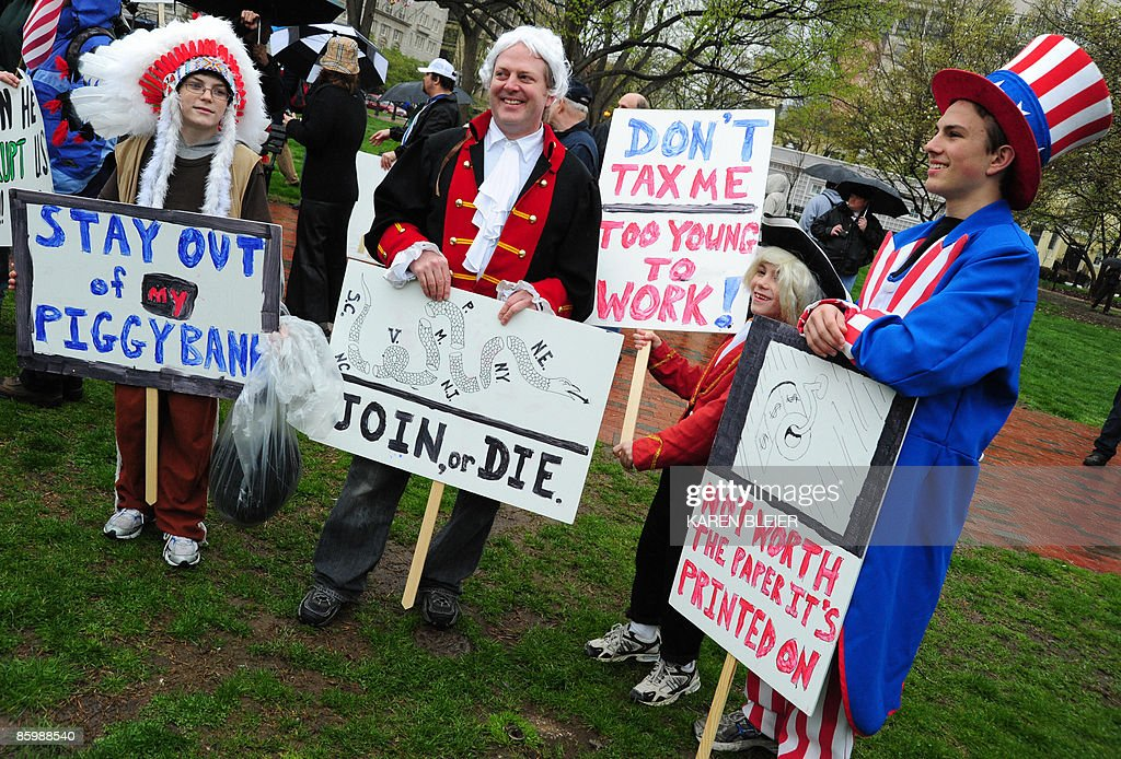 A group dressed in patriotic costumes pr : News Photo