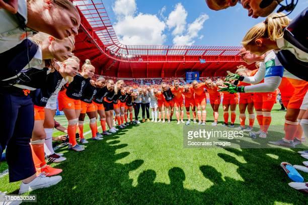 Group Huddle of Holland Women, Inessa Kaagman of Holland Women, Sari van Veenendaal of Holland Women, Danique Kerkdijk of Holland Women, Lineth...