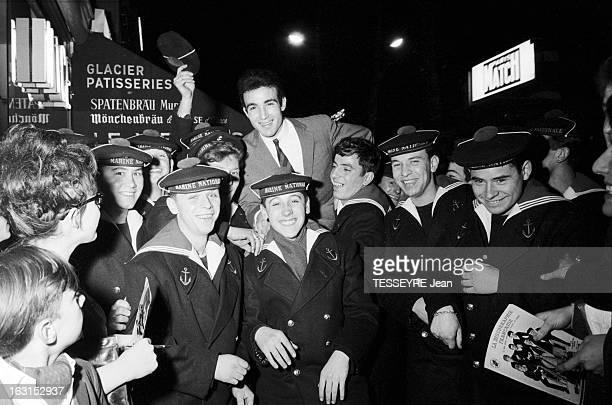 Group 'Les Chaussettes Noires'. Cretéil, Paris- 6 decembre 1962- Le groupe de rock français'Les Chaussettes noires': en extérieur, la nuit, Tony...