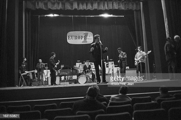 Group 'Les Chaussettes Noires'. Cretéil, Paris- 6 decembre 1962- Le groupe de rock français'Les Chaussettes noires': le groupe sur scène, le logo...