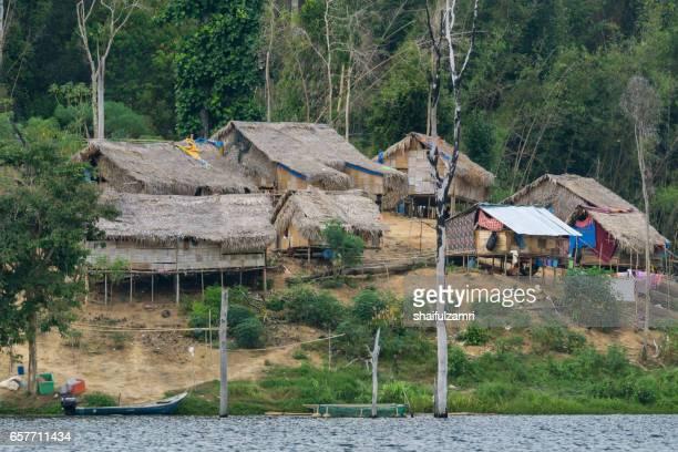 group of aborigine villagers in royal belum rainforest. small population of aborigine found here and still maintains traditional lifestyle. - shaifulzamri stockfoto's en -beelden