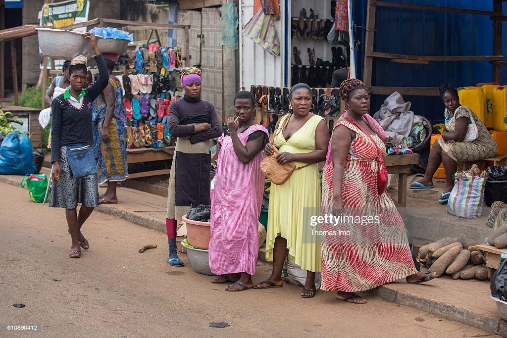 Street scene in Kumasi, Ghana : News Photo