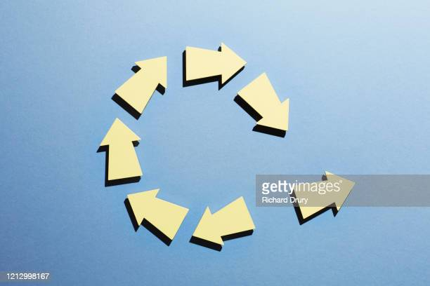 a group of arrows moving in a circle with one arrow breaking away - change stock pictures, royalty-free photos & images