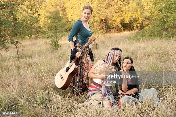 Groupe de femmes bohème, Gypsy