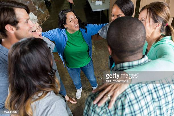 group of business associates participate in team building outing - humanitarian aid stock pictures, royalty-free photos & images