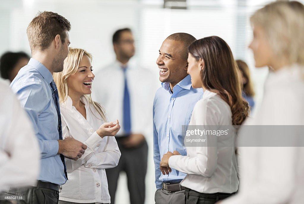 ビジネス人々のグループについて説明します。 : ストックフォト