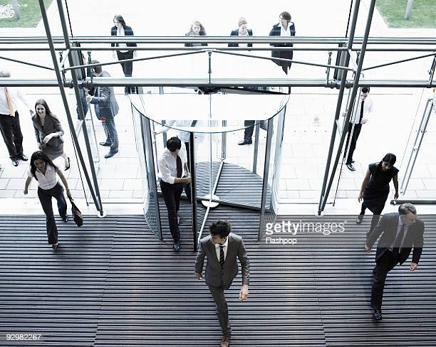 group of business people entering a building - entrare foto e immagini stock