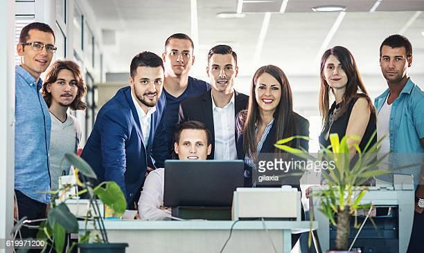 Gruppe von Geschäftsleuten im Büro.