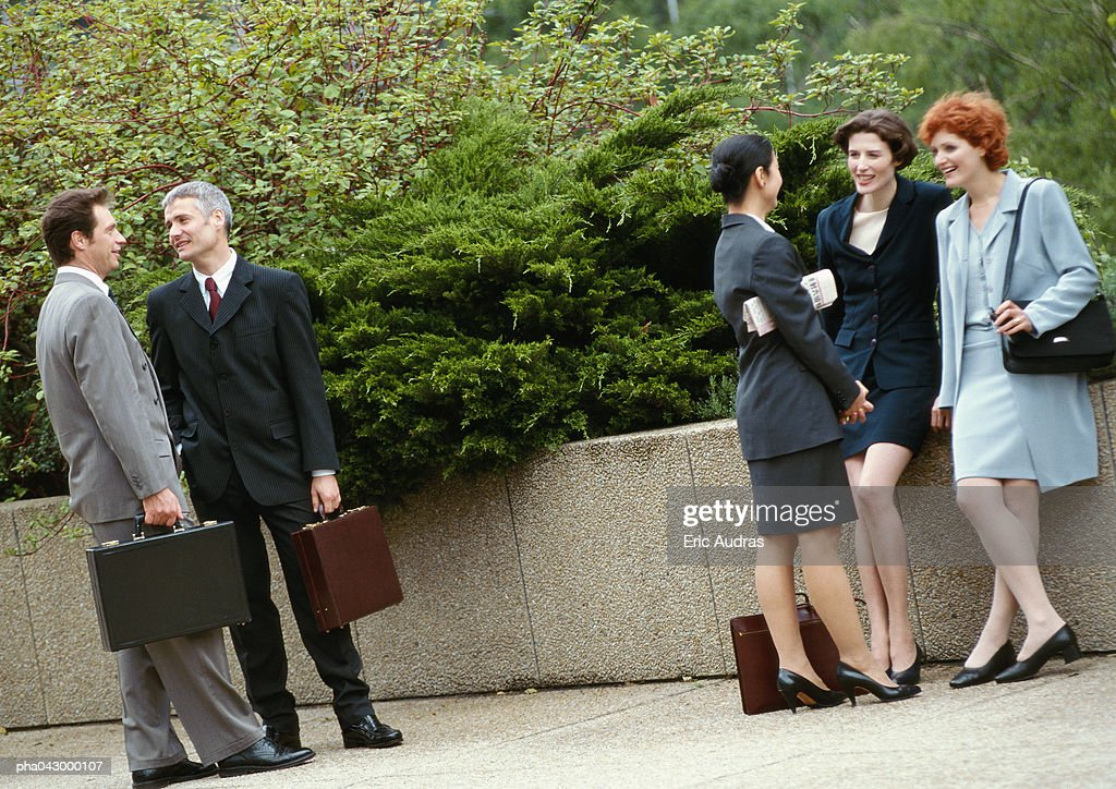 Group of business people standing outside : Stockfoto