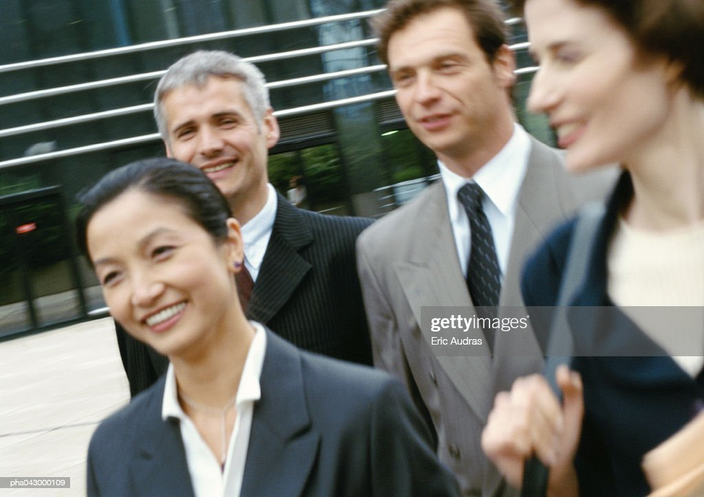 Group of business people walking, blurred : Stockfoto