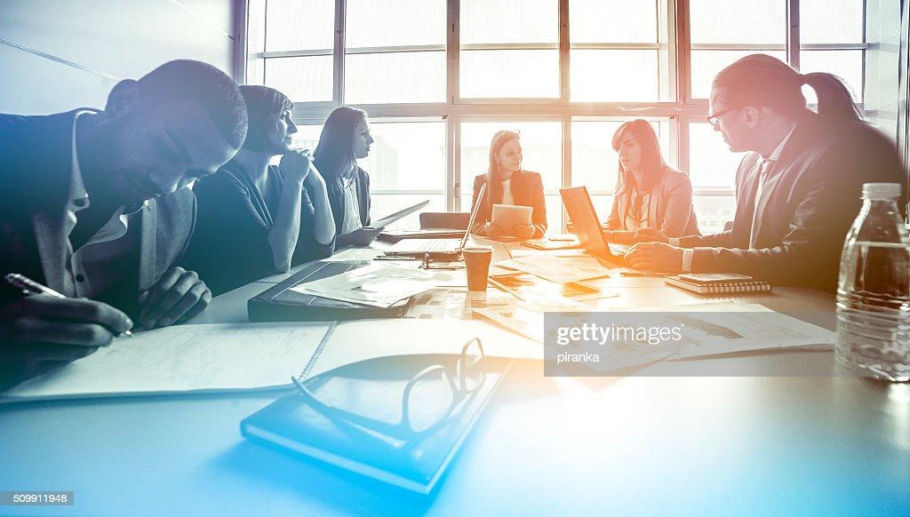 Grupo de pessoas de negócios, trabalhando no escritório : Foto de stock