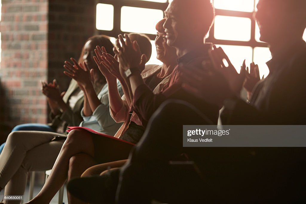 Group of businesspeople clapping at lecture : Stock-Foto