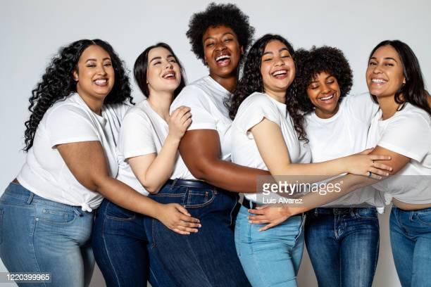 group of cheerful women with different body size - alleen vrouwen stockfoto's en -beelden