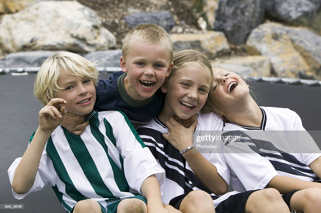 Group of children sitting together smiling : ストックフォト