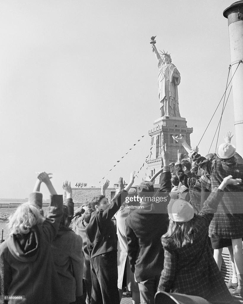 Children Waving to Statue of Liberty : News Photo