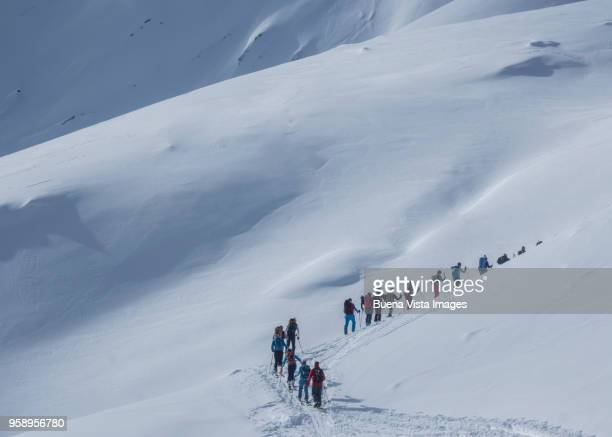 group of climbers on a snowy slope - imperial system fotografías e imágenes de stock