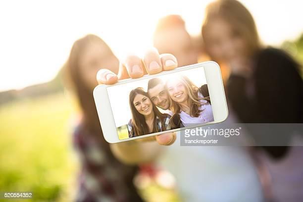 Gruppe von college-Studenten, die ein selfie lachen und