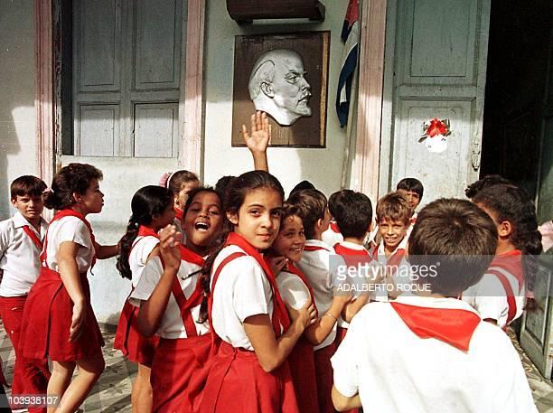 A group of Cuban children approach their primary school in Havana Un grupo de ninos cubanos pertenecientes a la Escuela Primaria Vladimir Ilich Lenin...