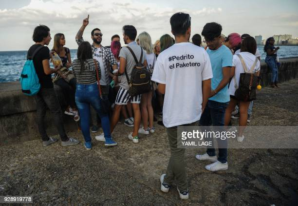 A group of Cuban youtubers meet at Havana Malecon on February 27 2018 Cubans don't have internet access at their homes yet the telephone state...