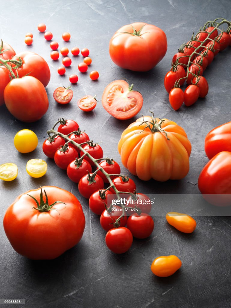 Group of different types of tomatoes : Stock-Foto