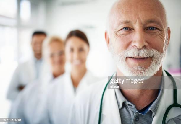 group of doctors looking at the camera. - mezzo busto foto e immagini stock