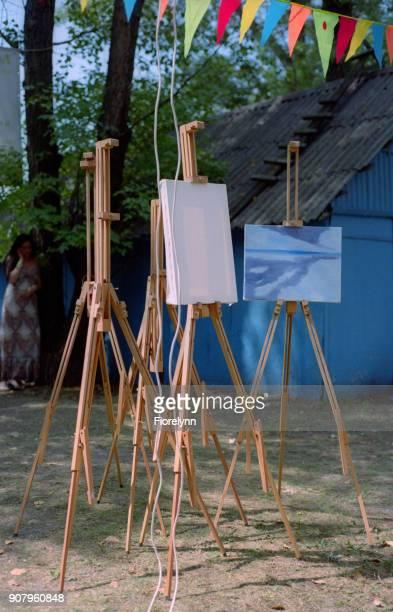 ヴェーダ祭りにイーゼルのグループ。フィルムで撮影します。 - film festival ストックフォトと画像