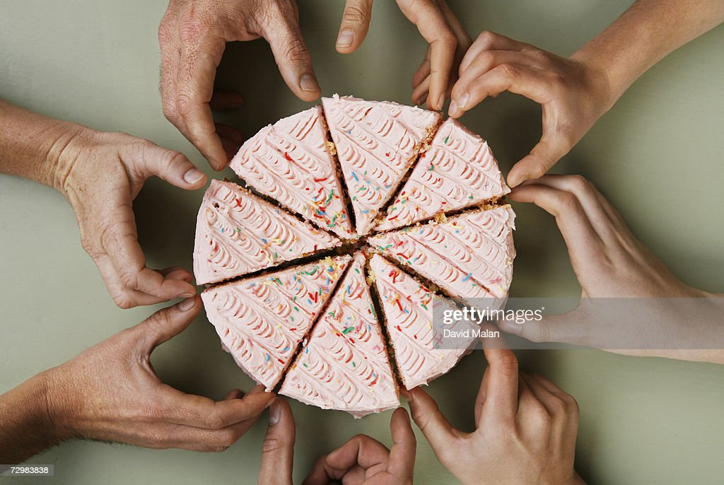 Group of eight people reaching for slice of cake, close-up, overhead view : Stock-Foto