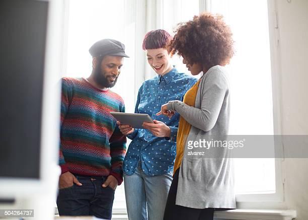 grupo de empresários em uma reunião - fundador imagens e fotografias de stock