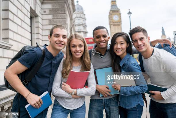 ロンドンの留学生のグループ