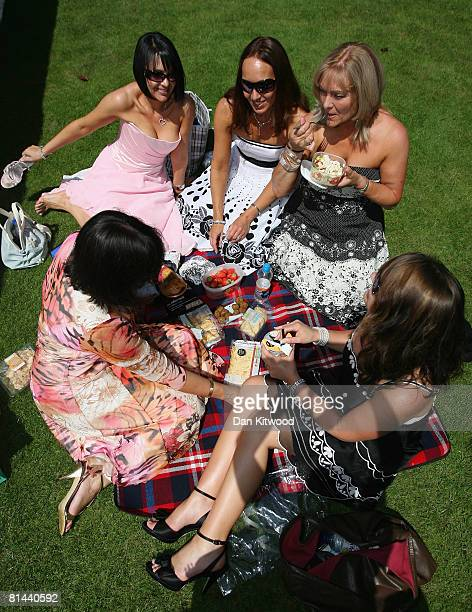 Group of family members enjoy a picnic during the Founders Day Parade at Chelsea Royal Hospital, on June 5, 2008 in London, England. The hospital, a...