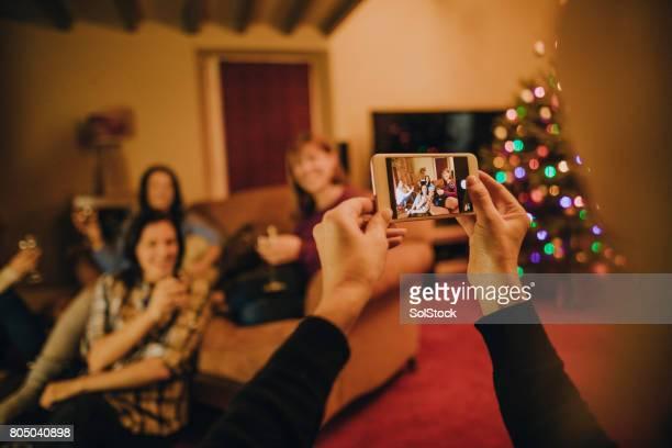 Gruppe von Freundinnen posieren für ein Foto