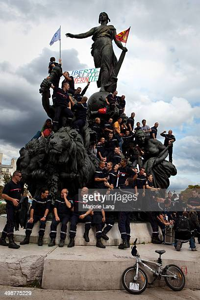 Group of French firemen climbed the statue place de la Nation in Paris for protesting against the new pension reform of Nicolas Sarkozy. 7th...