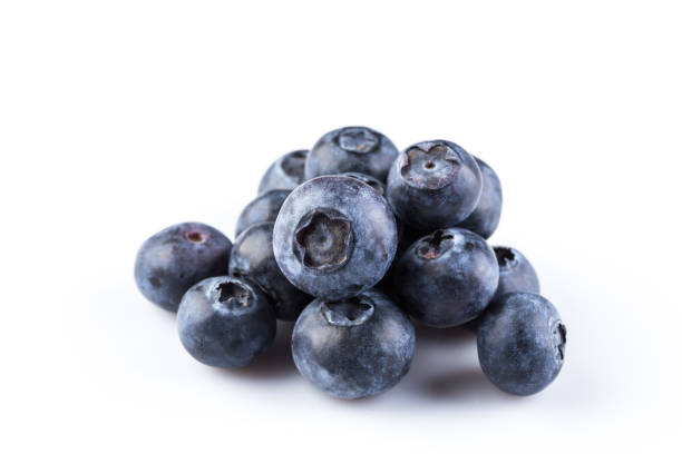 group of fresh juicy blueberries isolated on white background - 藍莓 個照片及圖片檔