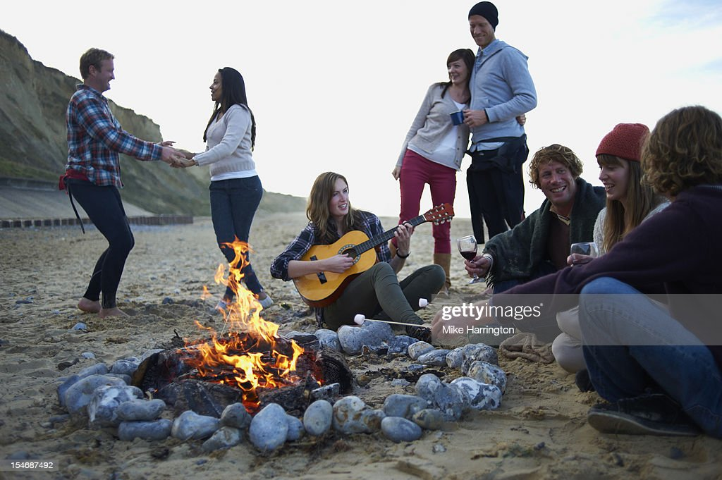 Group of friends at beach party. : Foto de stock