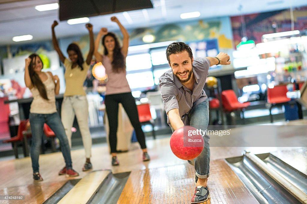 Gruppe von Freunden in der bowling : Stock-Foto