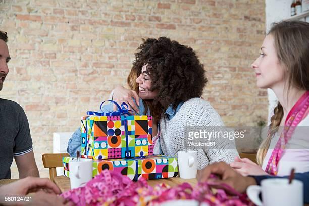 group of friends celebrating birthday - gift lounge stock-fotos und bilder