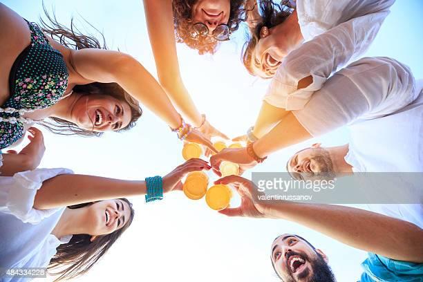 Gruppe von Freunden Jubel