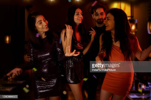 group of friends dancing and enjoying together on new year's eve. - 20 29 years stockfoto's en -beelden