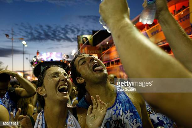 A group of friends enjoy a peculiar way to drink water during Claudia Leitte's presentation in the BarraOndina street carnival track on February 24...