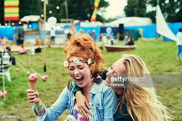 group of friends having fun at a music festival - music festival stock pictures, royalty-free photos & images