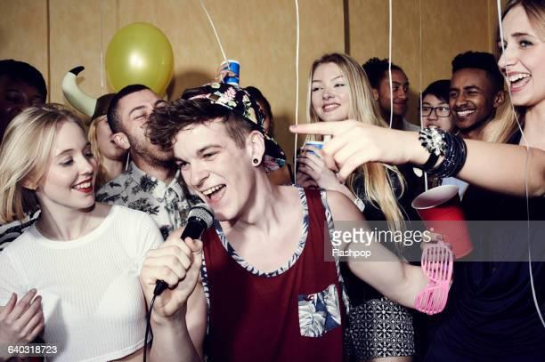 group of friends having fun at a party - karaokê - fotografias e filmes do acervo
