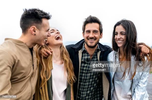 group of friends having fun outdoors - quatre personnes photos et images de collection