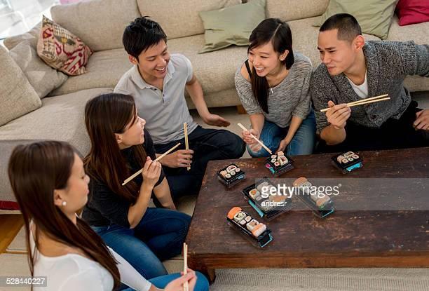 お友達のグループが寿司